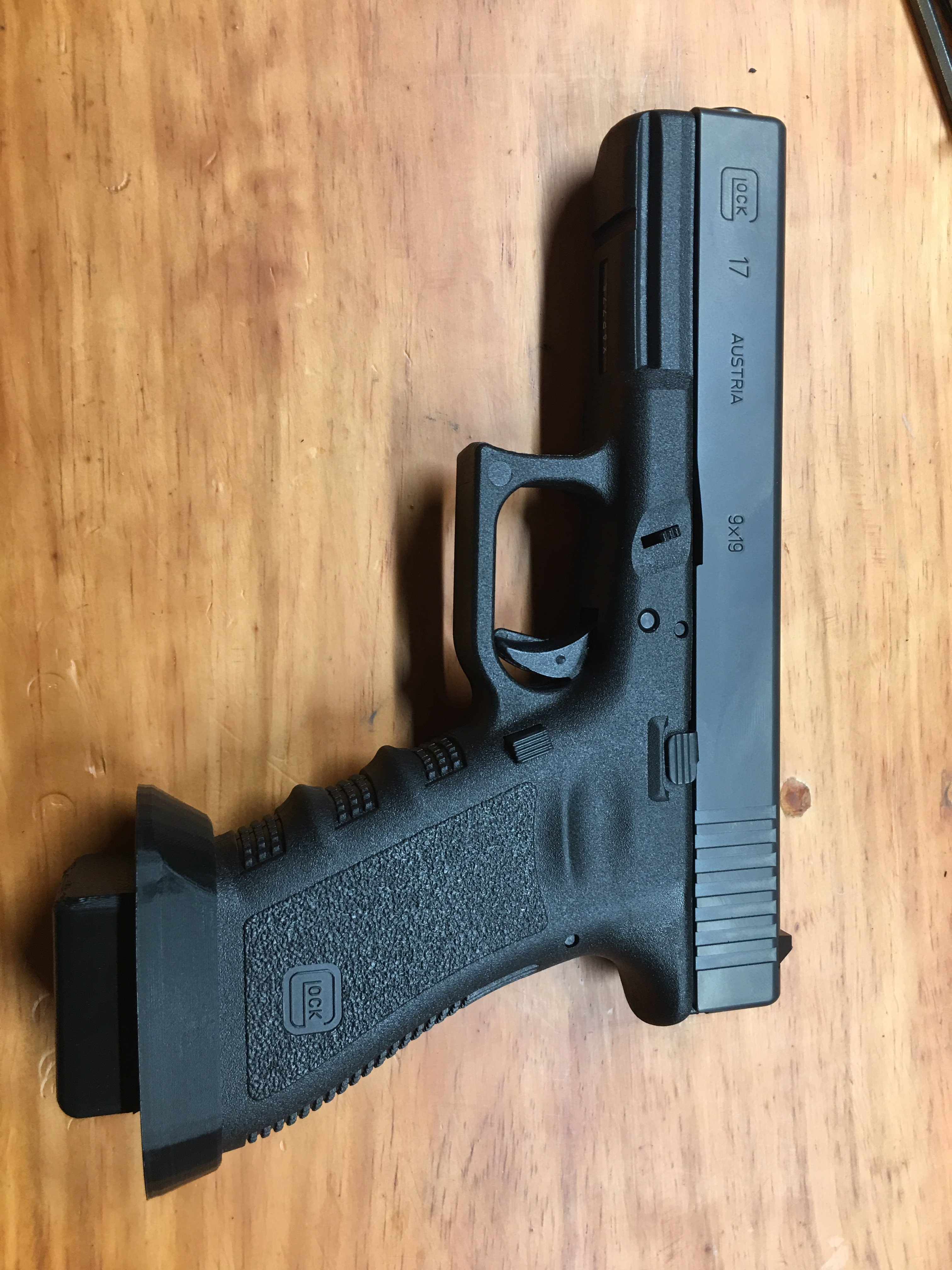 3d printed Glock 17 magwell and +2 oversized mag base plate